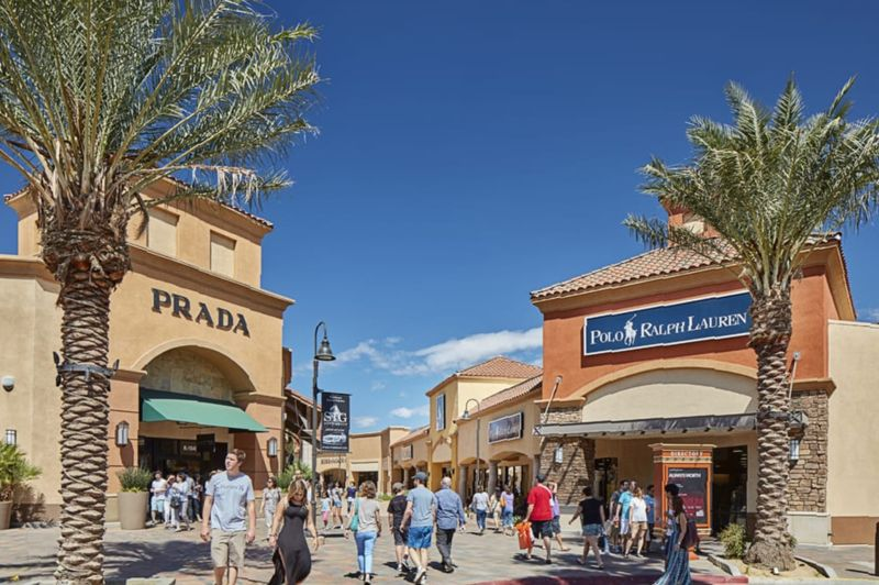 Desert Hills Premium Outlets Hours