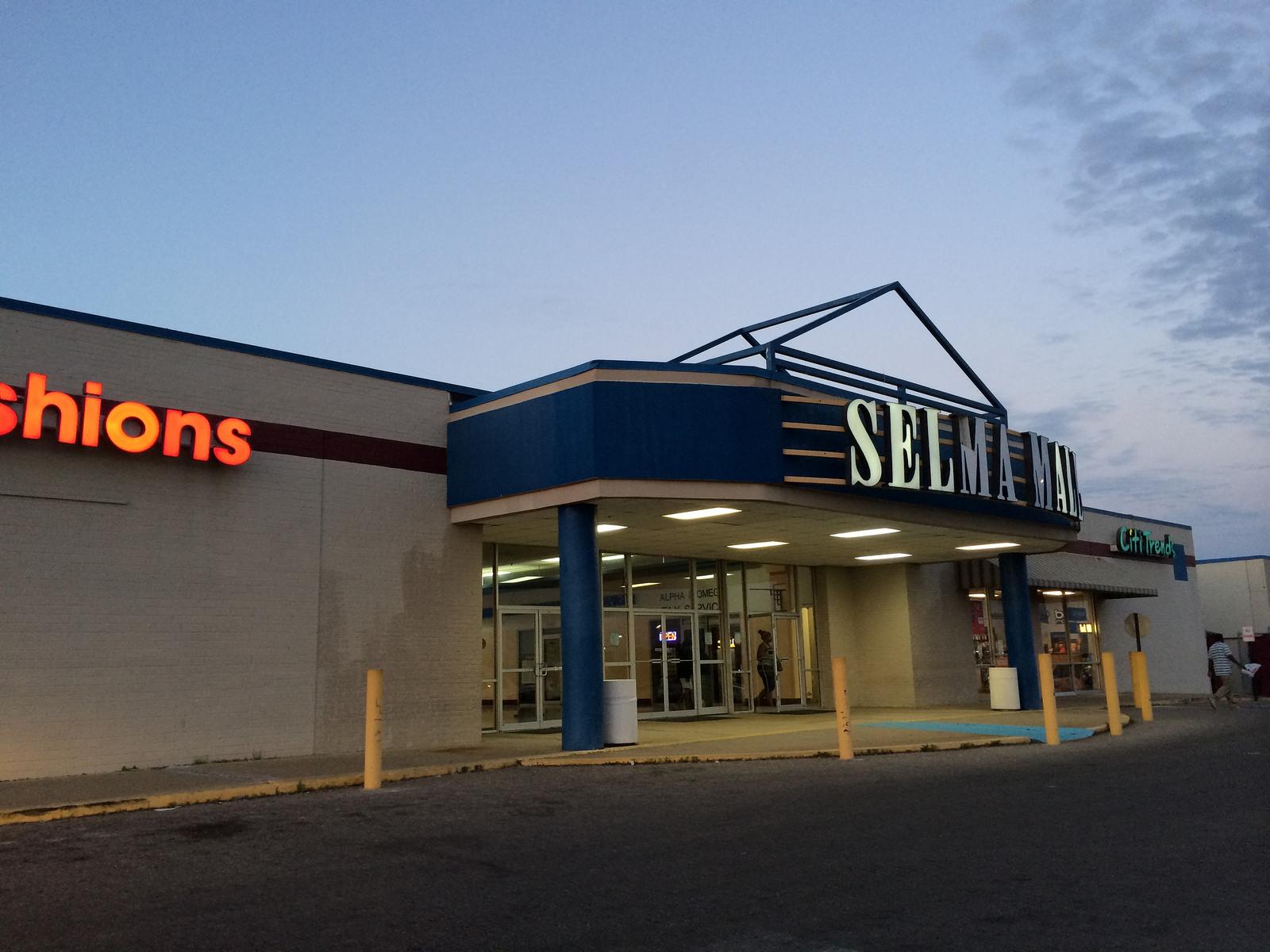Selma Mall Hours