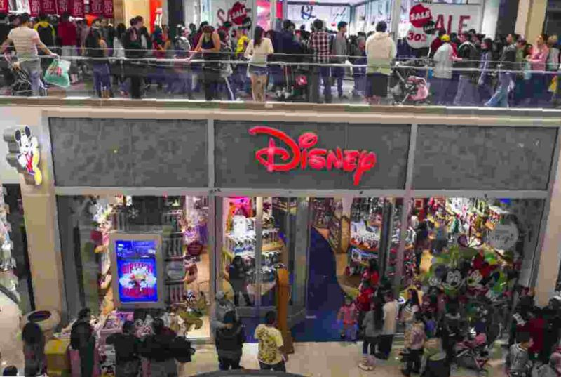 The Disney Store Holiday Hours